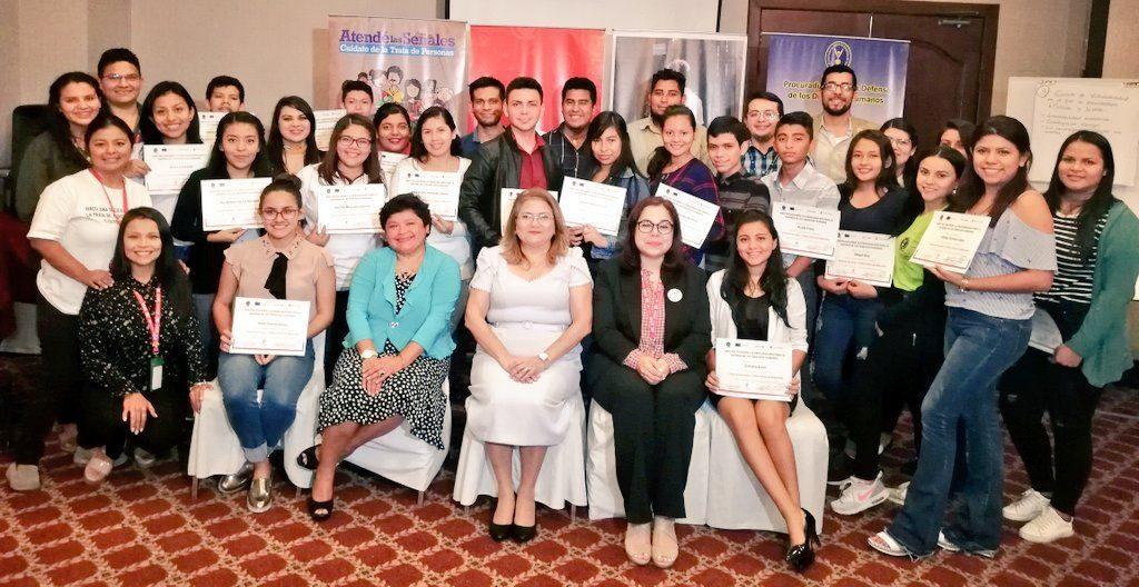 Procuradora entregó diplomas a jóvenes que participaron en Curso sobre Trata de Personas